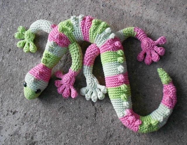 Free crochet gecko pattern