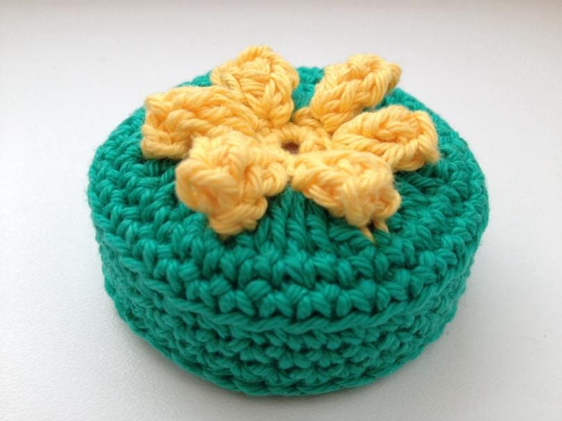 Crochet retractable tape measure