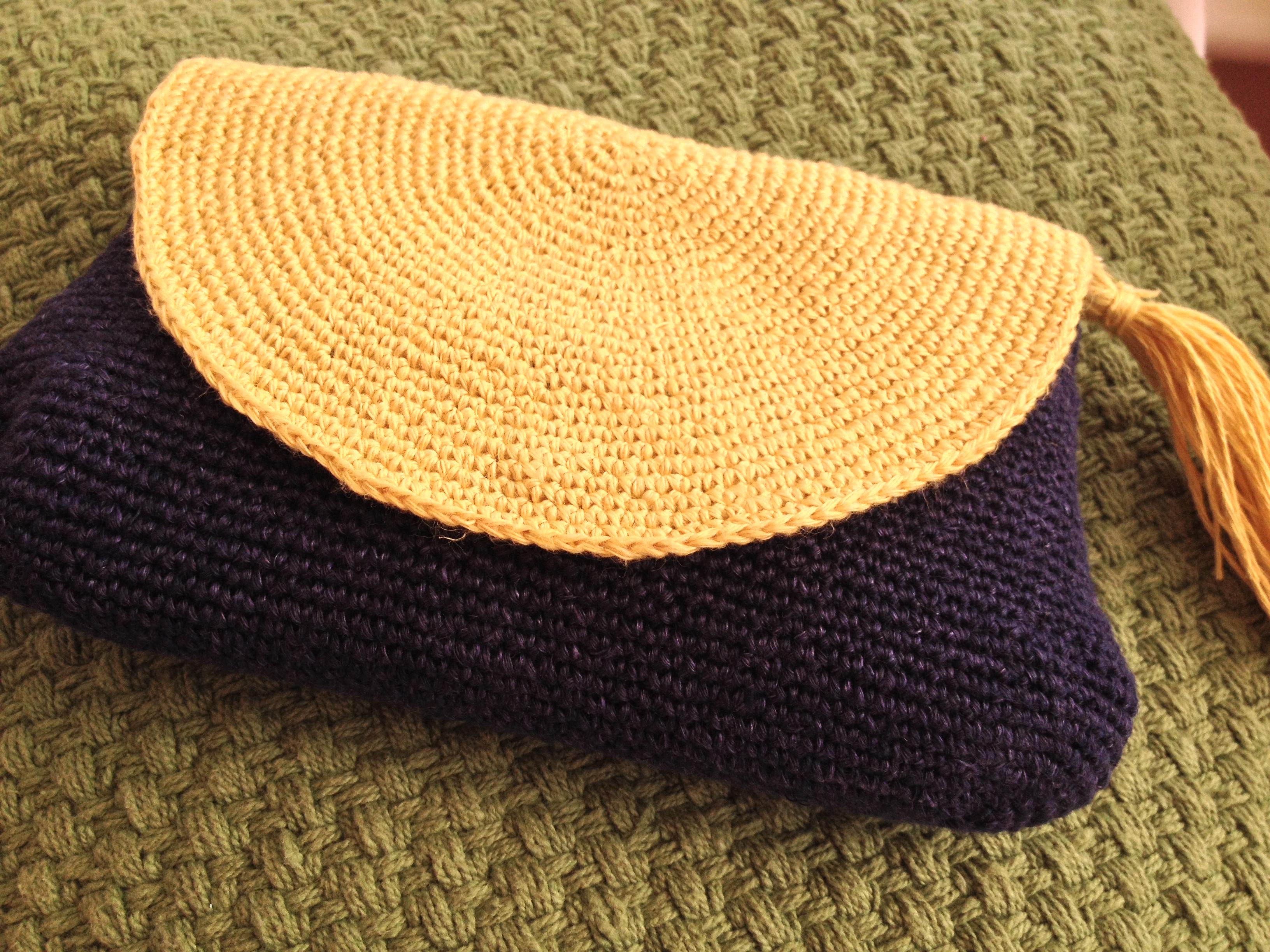 Crochet linen purse Love, Lucie