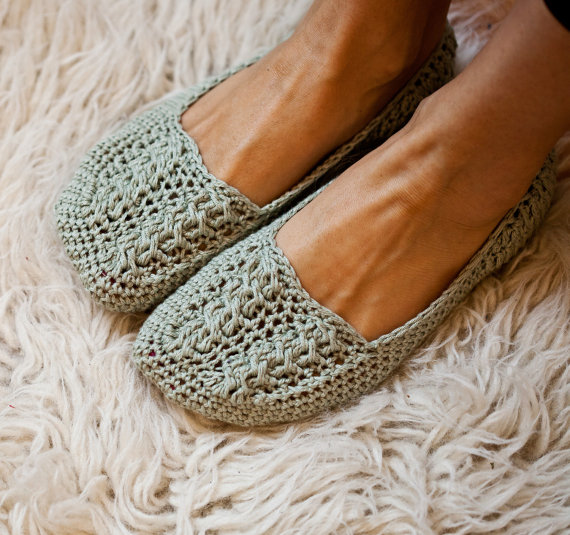 Ladies Cable Slippers by monpetitviolon